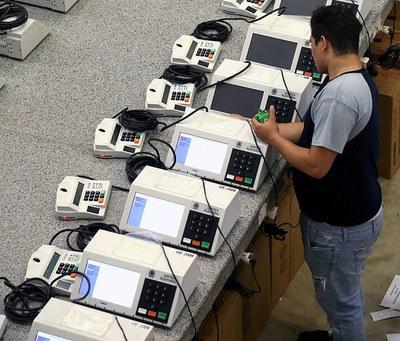 Checagem esclarece sobre urnas transportadas em Fortaleza (CE)