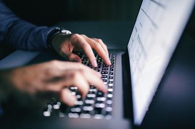 É falso que hacker tenha atacado sistema de votação