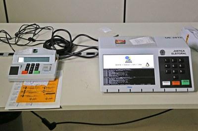 Mesários não podem transferir votos abrindo sistema de urna eletrônica